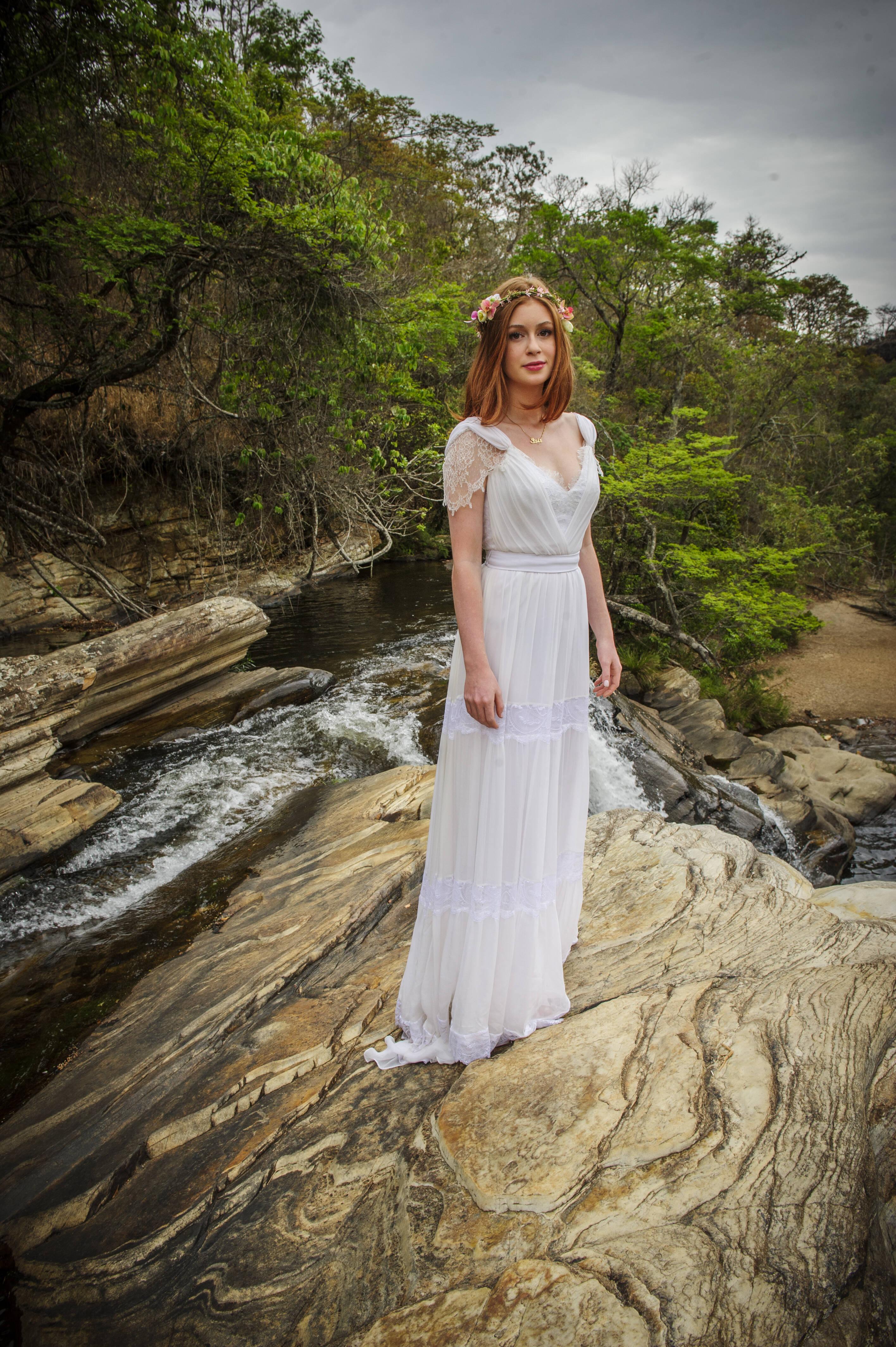Maria Ísis (Marina Ruy Barbosa) escolhe vestido de noiva para casar com Comendador (Alexandre Nero). Foto: Divulgação/TV Globo