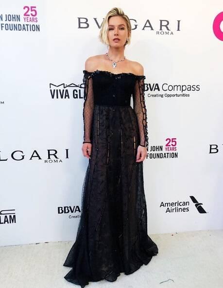A modelo brasileira Fiorella Mattheis também marcou presença na festa para beneficiar a Fundação Elton John Aids logo após a cerimônia do Oscar no último domingo (04) . Foto: Reprodução Instagram