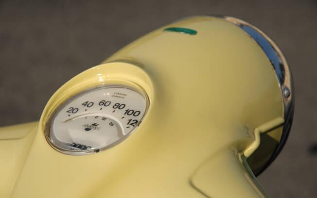 A Lambretta LI tinha capa de farol com velocímetro embutido. Foto: Acervo Pessoal / Gabriel Marazzi