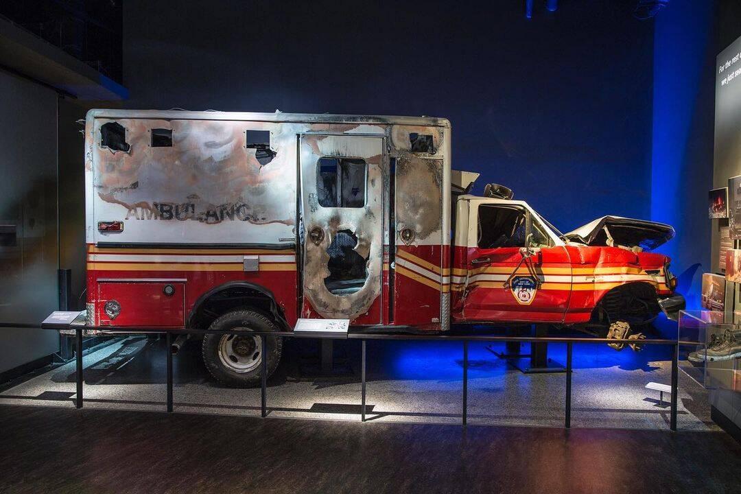 Ambulância FDNY recuperada que auxiliava no socorro às vítimas. Foto: Reprodução/Instagram