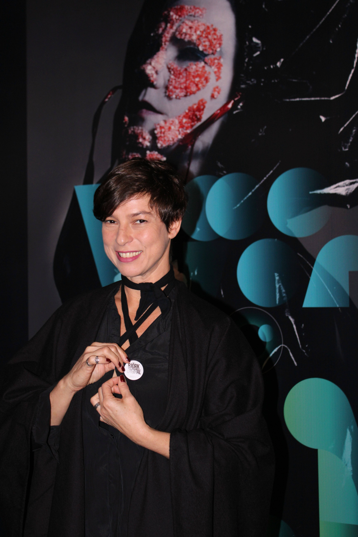 Maria Paula prestigia abertura da exposição . Foto: Priscila Sbrana/ Divulgação