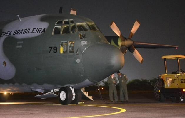 Avião da FAB com os corpos das vítimas em Manaus, na madrugada de sábado. Foto: Reprodução / Acritica.com