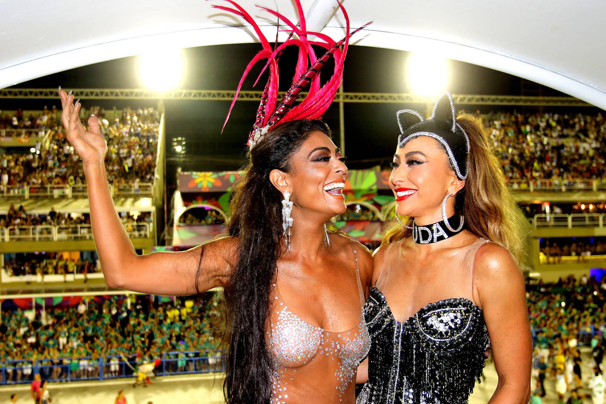 Juliana Paes e Sabrina Sato no Camarote Grande Rio na última segunda-feira (12), no Rio de Janeiro. Foto: eny miranda