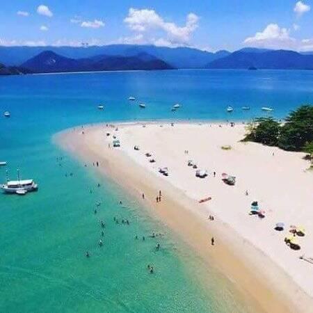 A Ilha do Prumirim tem águas bem calminhas; por isso são ideais para famílias. Foto: Reprodução/TripAdvisor