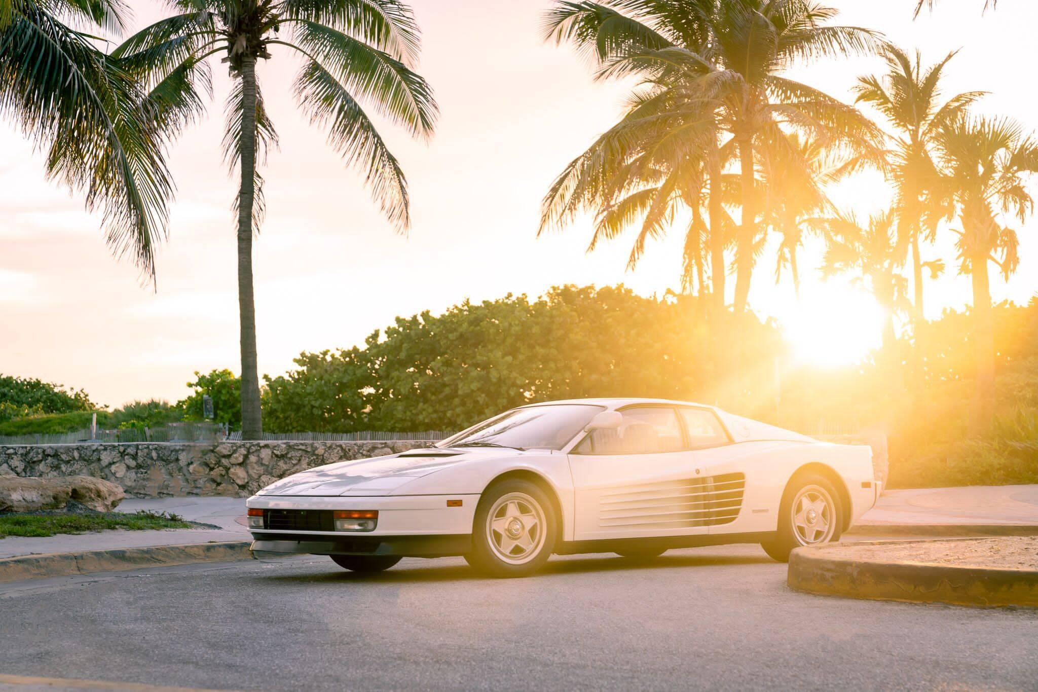Ferrari Testarossa usada nas filmagens marca apenas 9.977 km no hodômetro.. Foto: Divulgação