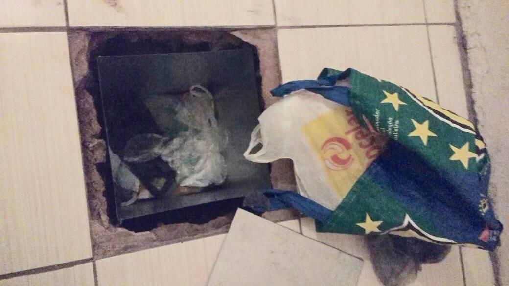 ROTA - Drogas retiradas do esconderijo. Foto: ROTA / Divulgação