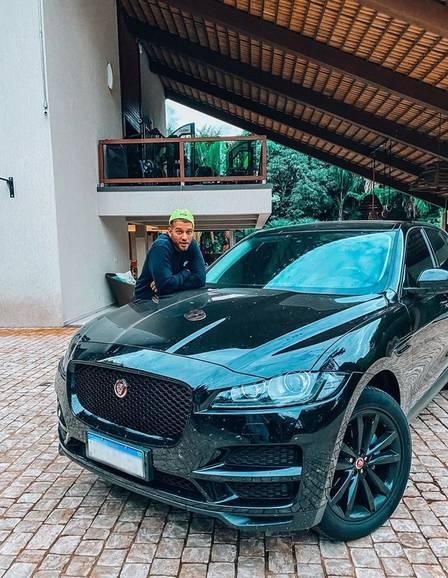 Lucas Lucco comenta paixão por carros. Foto: Instagram