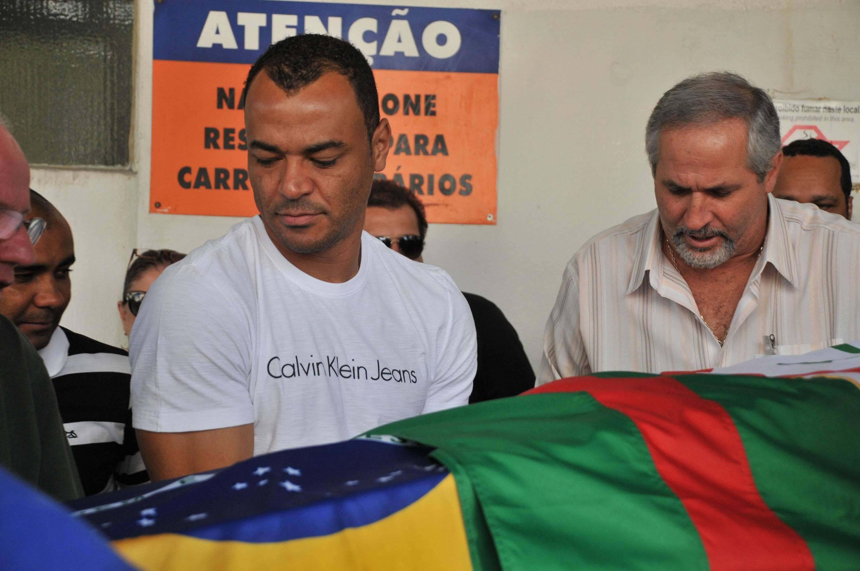 Ex-jogador Cafu compareceu ao enterro de Felix, goleiro da Copa do Mundo de 1970. Foto: Futura Press