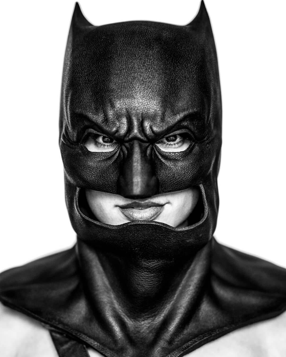 Gal Gadot, a Mulher Maravilha das telonas, escolheu ser o Batman neste Halloween. Foto: Reprodução/Instagram