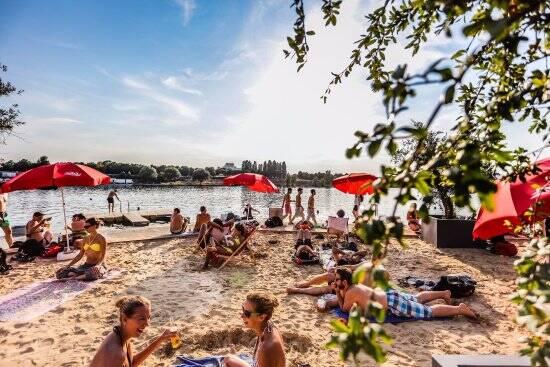 Em homenagem à Praia de Copacabana, a Copa Beach fica às margens do Rio Danúbio. Foto: Reprodução/TripAdvisor