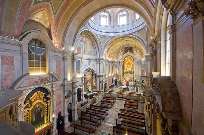 Ainda no Largo da Sé, a Igreja Santo Antônio de Lisboa foi construída no local em que o santo nasceu. Foto: Reprodução/Eurolevo Portugal