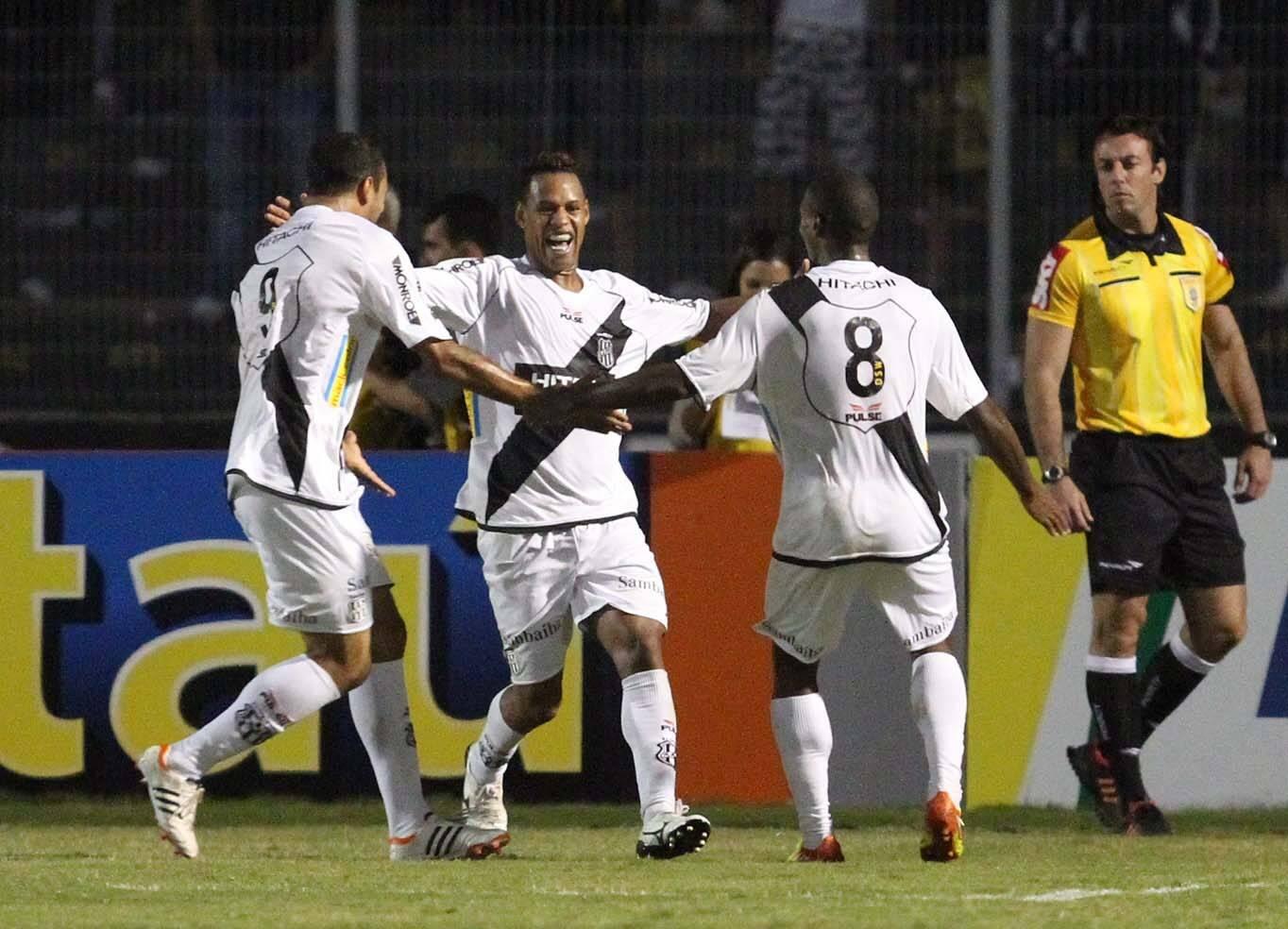 Corinthians fez a melhor campanha da primeira fase do Paulistão de 2012, mas foi eliminado pela Ponte Preta. Foto: Gazeta Press