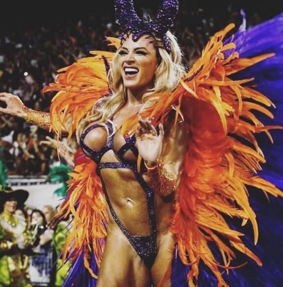 Juju Salimeni desfila pela X-9 Paulistana no sábado (10). Foto: Reprodução/Instagram