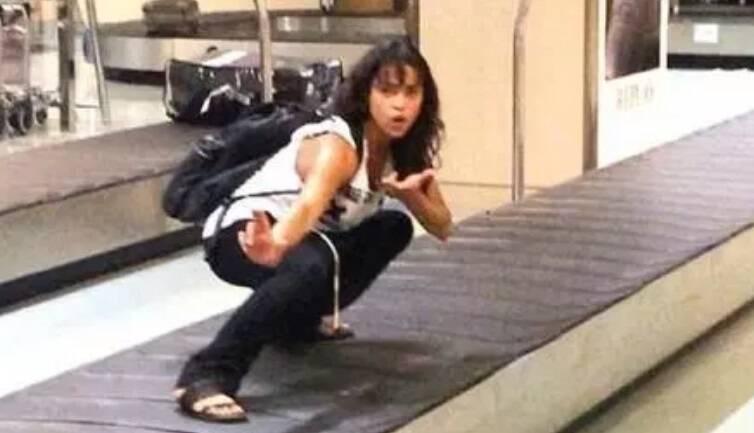 E teve gente que resolveu testar alguns movimentos de luta no aeroporto. Foto: Reprodução/Internet