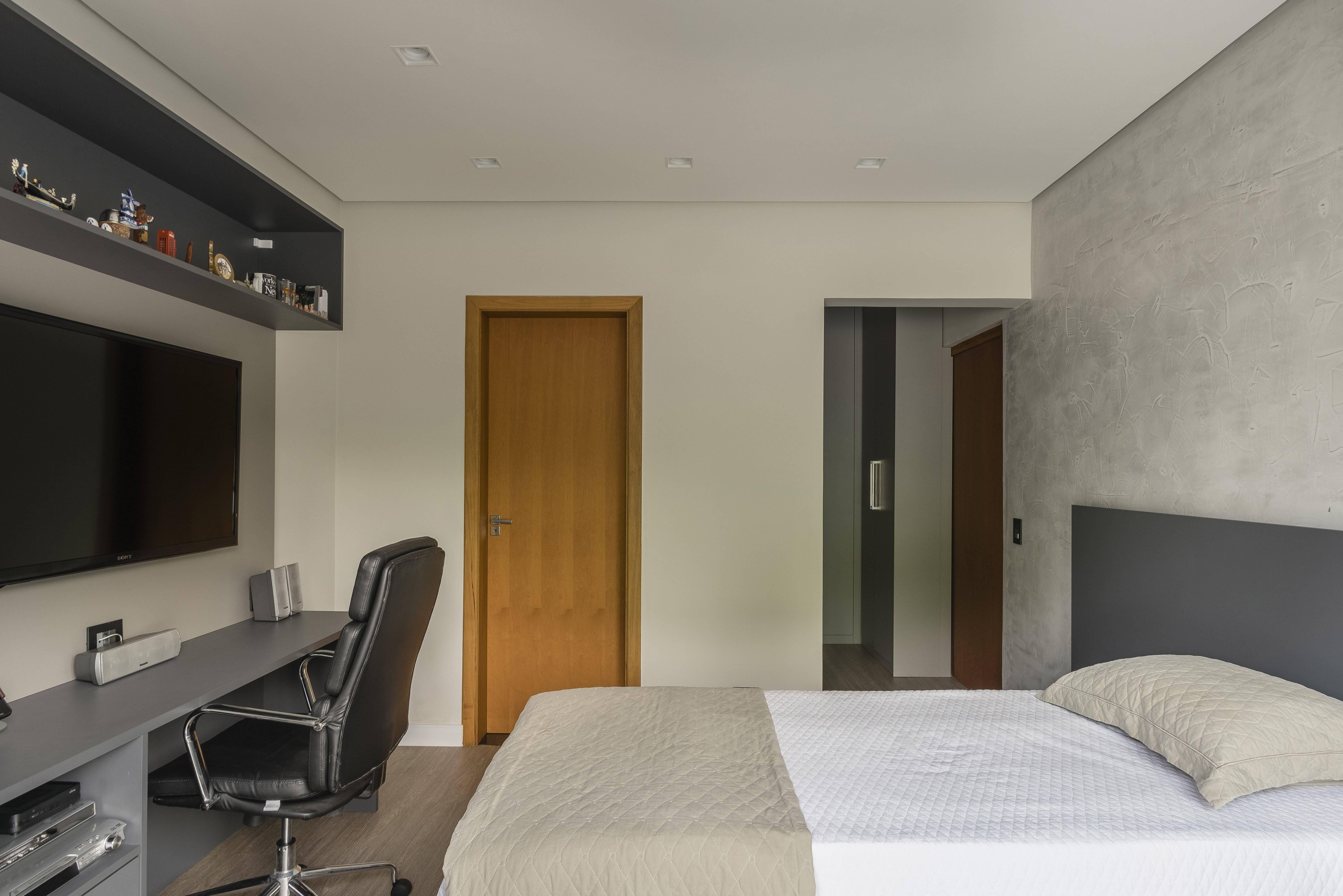 Multiuso, quarto também pode servir como escritório; é possível separar um pedaço do espaço para criar um espaço de trabalho adequado. Foto: Henrique Ribeiro