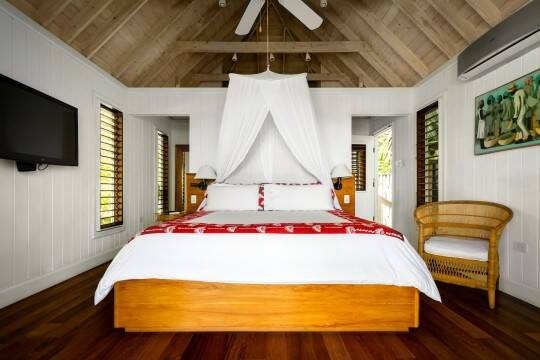 Há cinco quartos no total, todos com cama king-size. Foto: Airbnb