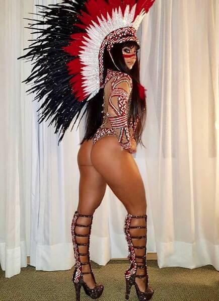 Viviane Araújo também merece destaque no quesito 'bumbum na nuca'. Foto: Reprodução/Instagram/@araujoviviane