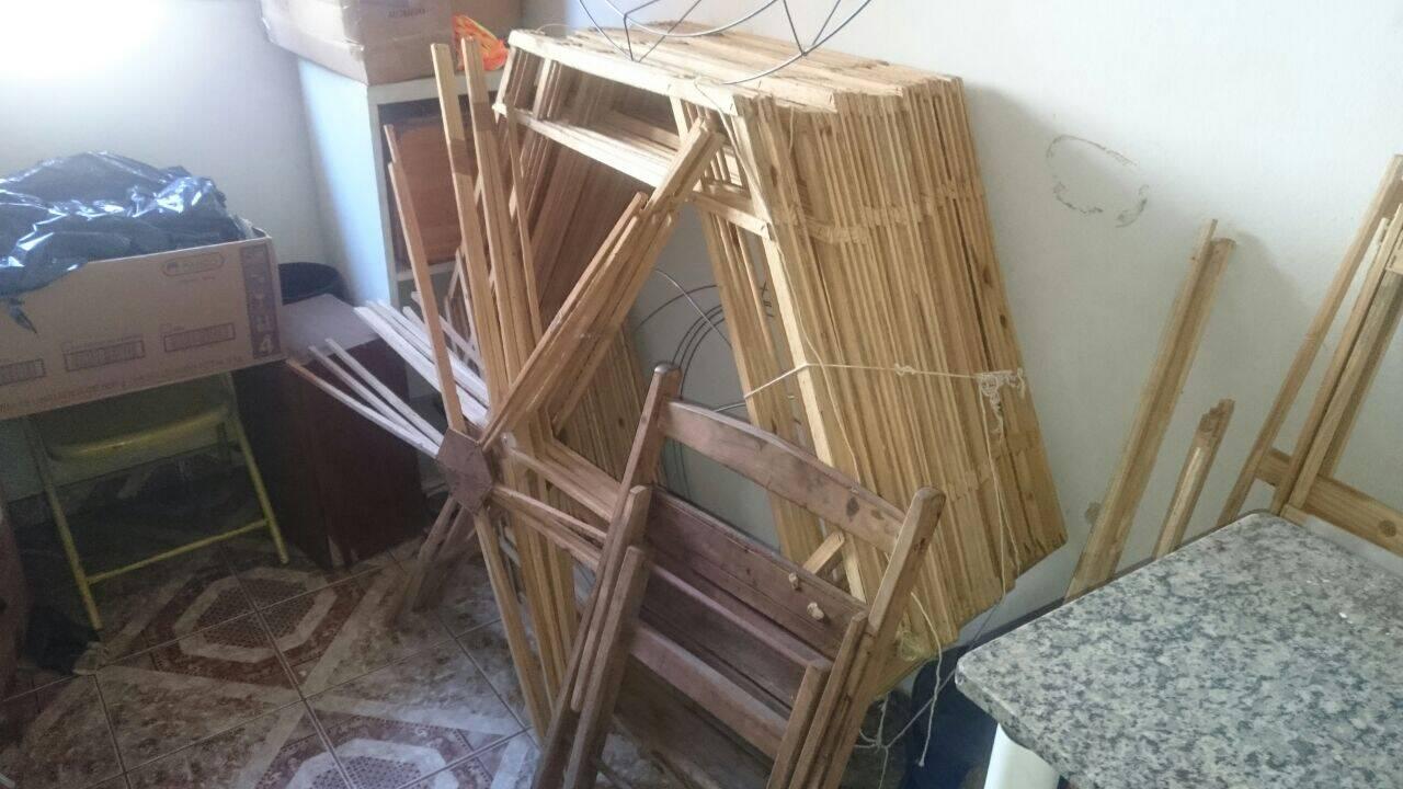 Armações de madeira e ferro estavam com o senhor de 68 anos que foi preso na operação. Foto: Divulgação/Polícia Ambiental
