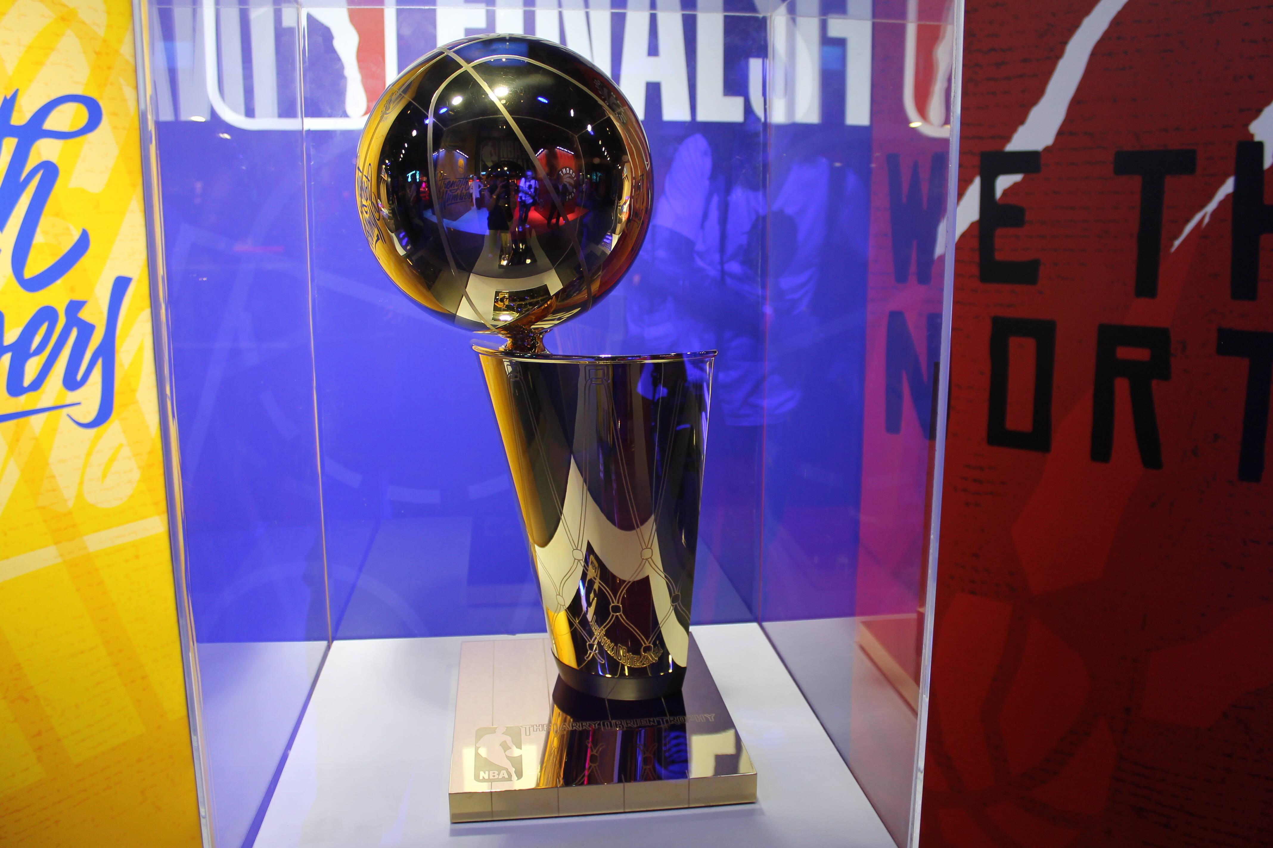 Troféu Larry O'Brien está exposto na NBA House 2019. Foto: Flavia Matos/ IG