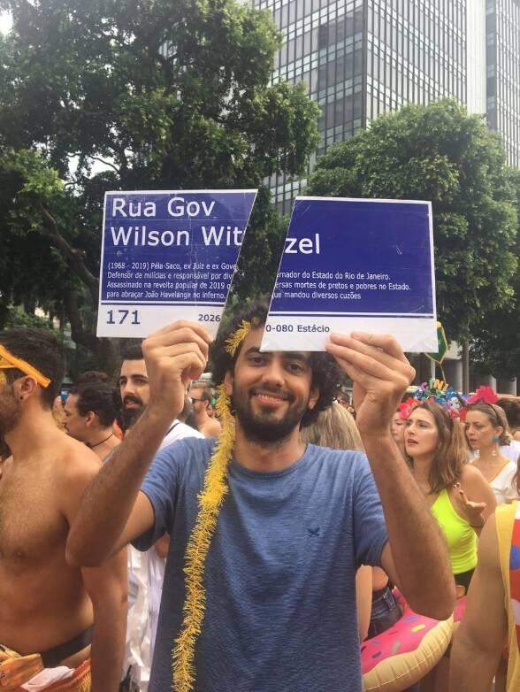 fantasias de carnaval fazem críticas políticas. Foto: Reprodução / Instagram / Twitter