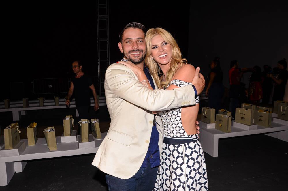 Val Marchiori e novo namorado trocam beijos no SPFW 2019. Foto: Eduardo Martins e Thiago Duran/AgNews