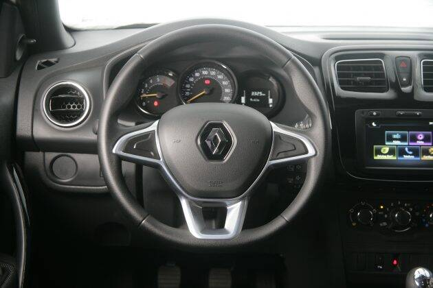 Renault Logan. Foto: Roberto Assunção