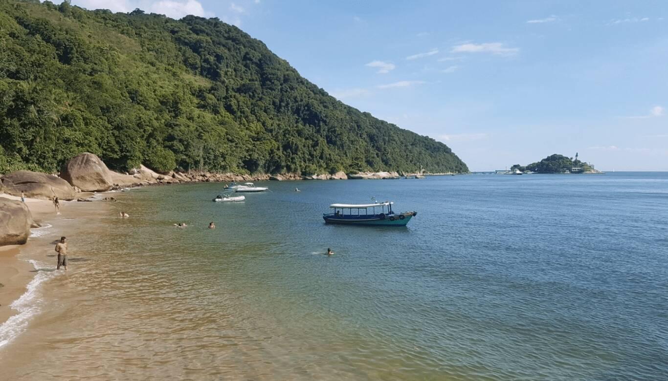 A Praia do Sangava é buscada pelo clima tranquilo. Foto: Reprodução/Portal Guarujá de Turismo