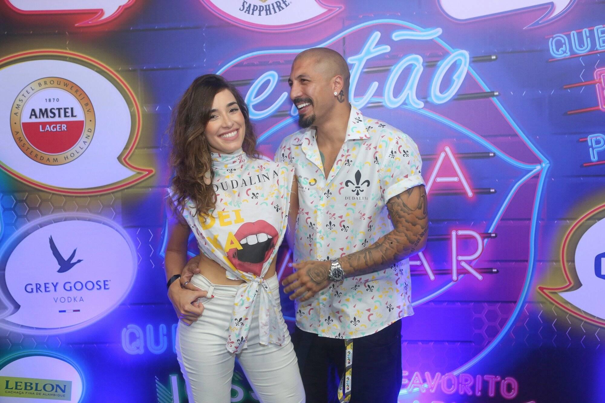 Fernando Medeiros e Carol Alves comemorando o carnaval na última sexta (09). Foto: RT Fotografia/ Brazil News/ CS Eventos Divulgacao