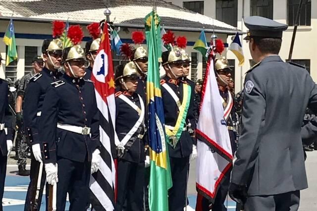 Coronel PM Nivaldo César Restivo, em frente à Guarda da Bandeira, durante a cerimónia da sua posse como novo Comandante Geral da Polícia Militar do Estado de São Paulo. Foto: PM Divulgação