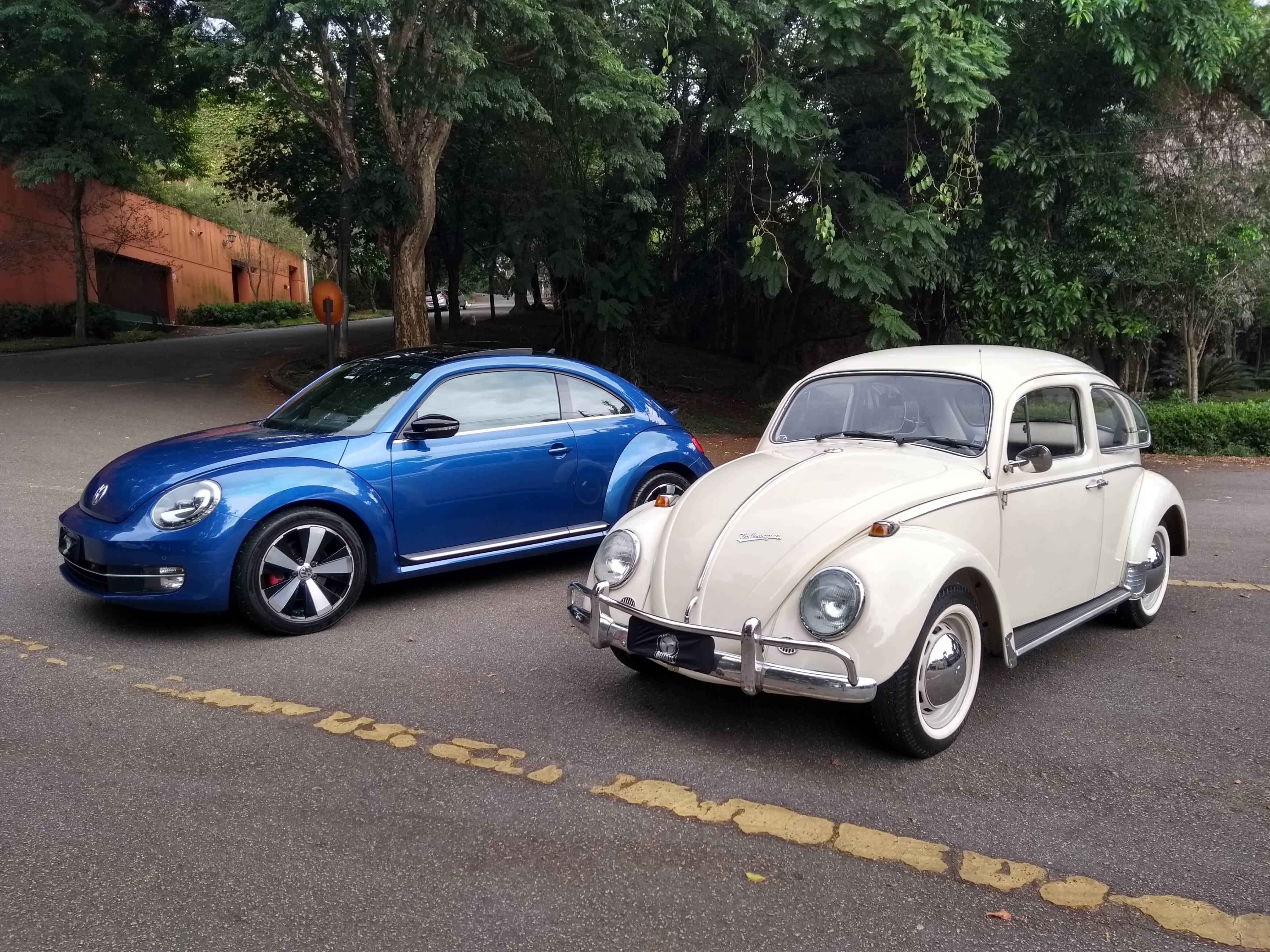 VW Fusca dos anos 60 ao lado da nova geração, com motor 2.0 turbo e câmbio de dupla embreagem DSG. Foto: Renato Bellote/iG