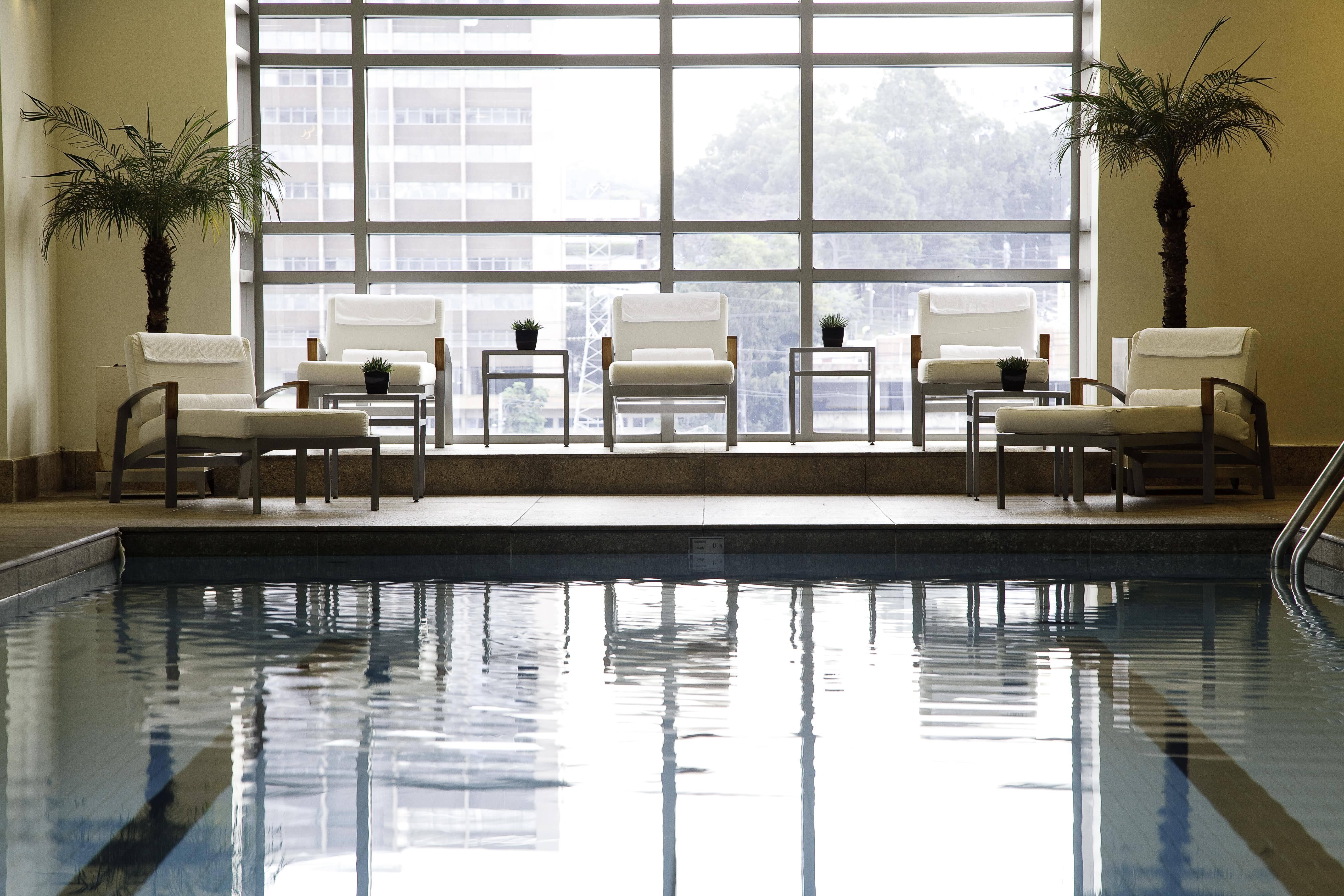 Piscina coberta e climatizada anexada ao Armany - Spa. Foto: Divulgação/Grand Hyatt Hotel SP
