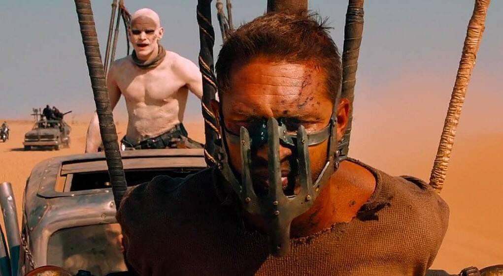 """Em """"Mad Max: Estrada da Fúria"""" (2015) Hardy vive o protagonista Mad Max, que segue sua vida na estrada e acredita que a única maneira de se dar bem é sobreviver sozinho.. Foto: Divulgação"""
