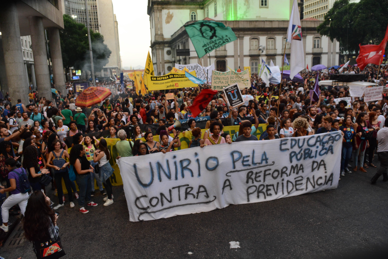 Concentração de manifestantes na Praça da Candelária, na região central do Rio de Janeiro. Foto: Jorge Hely/FramePhoto/Agência O Globo - 30.5.19