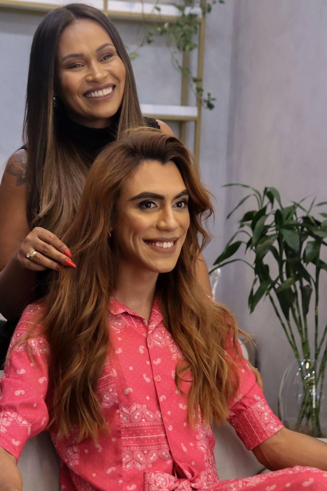 A relação das mulheres trans com o cabelo normalmente está muito ligada à autoestima e à sua identidade em si. Foto: Reprodução