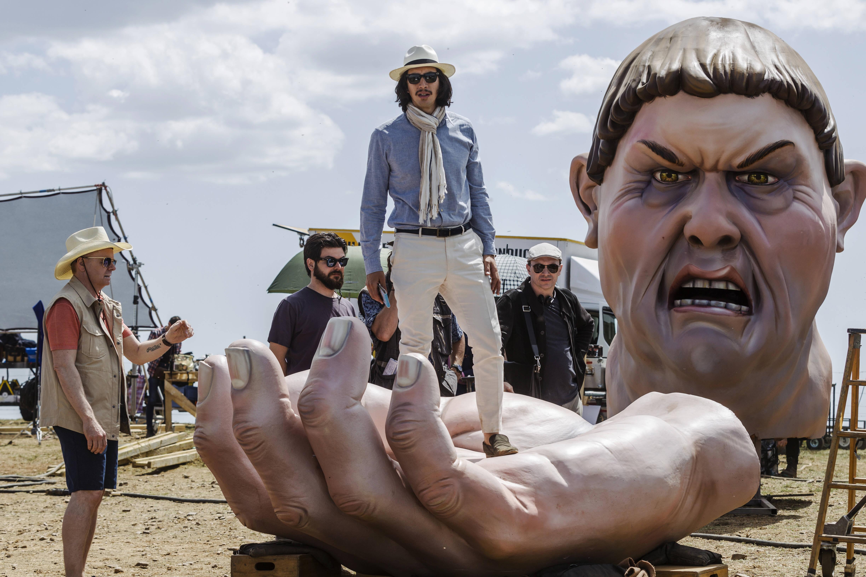 """""""The Man Who killed Don Quixote"""", de Terry Gilliam será exibido no sábado, 27, na Cinesala às 20:50, sessão 819. No domingo, 28, no CineSesc às 18:10, sessão 913. Na terça-feira, 30, no Cinearte Petrobrás 1 às 14:00, sessão 1039. Na quarta-feira, 31, na Cine Caixa Belas Artes - sala 1 - Villa Lobos às 21:10, sessão 1128 . Foto: Divulgação"""