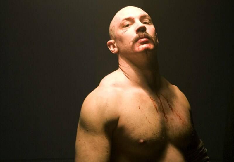"""Em """"Bronson"""" (2008), Tom Handy vive Michael Peterson, um homem que resolve assaltar uma agência dos correios. Contudo, seu objetivo não é conseguir grana no assalto, mas sim conquistar fama. . Foto: Divulgação"""