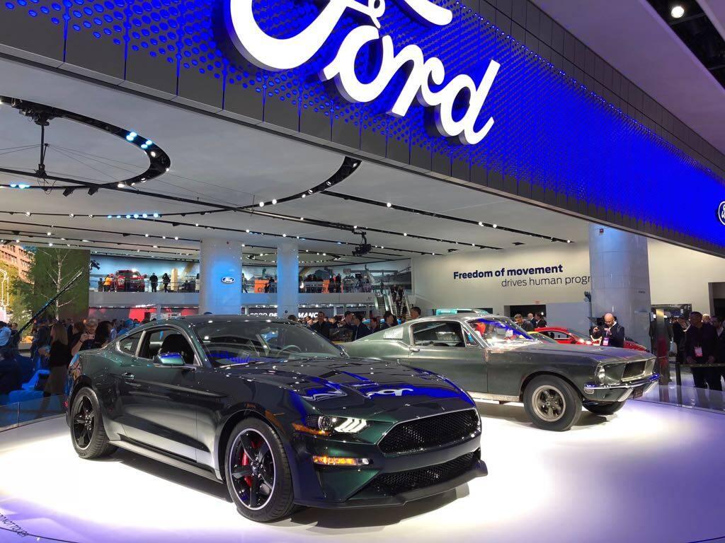 Ford Mustang Bullitt. Foto: Divulgação e André Jalonetsky