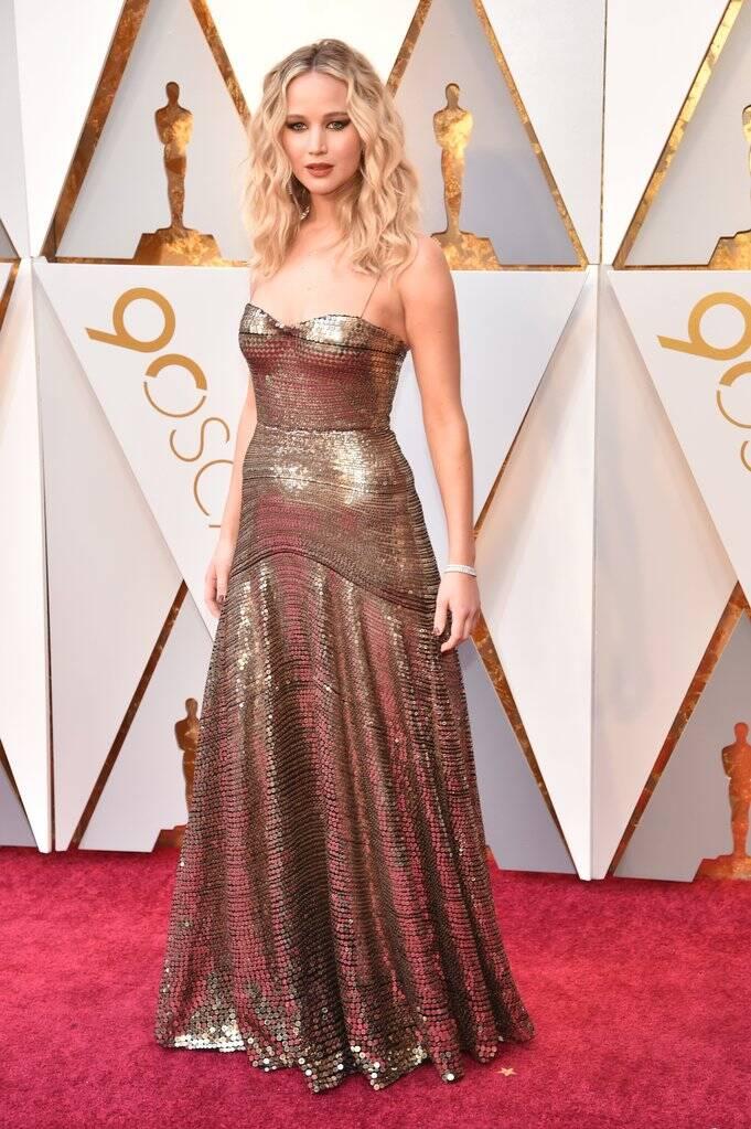 A renomada atriz Jennifer Lawrence esbanjou beleza durante a cerimônia do Oscar 2018 no último domingo (04)     . Foto: Kevin Mazur/WireImage