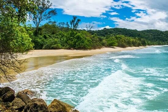 A Praia da Palma tem costeiras rochosas e águas tranquilas. Foto: Reprodução/TripAdvisor