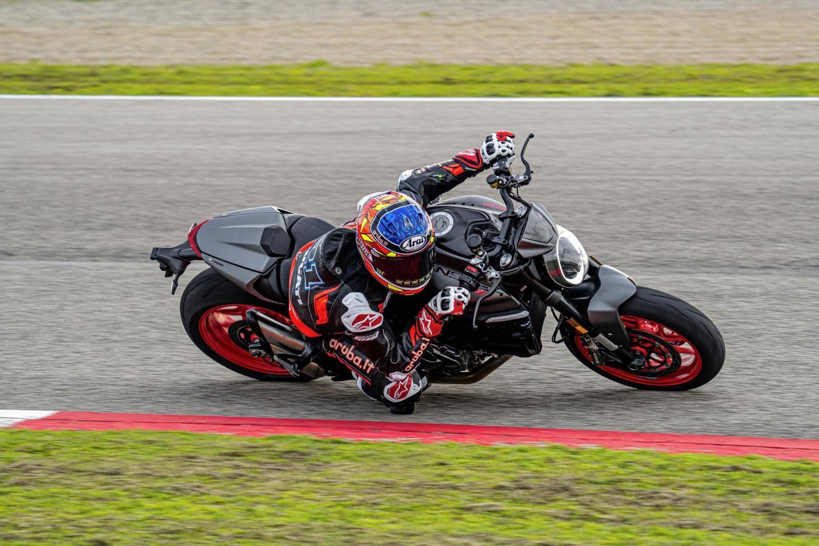 Ducati Monster e Monster Plus. Foto: Divulgação
