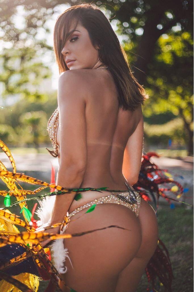 Denise Dias faz ensaio sensual em clima de Carnaval no Rio de Janeiro. Foto: Thais Monteiro