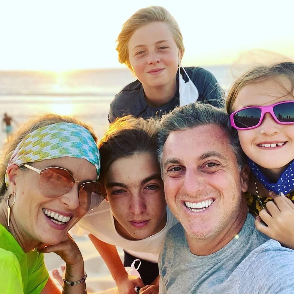 Luciano Huck, Angélica e filhos Joaquim, Benício e Eva. Foto: Reprodução/Instagram