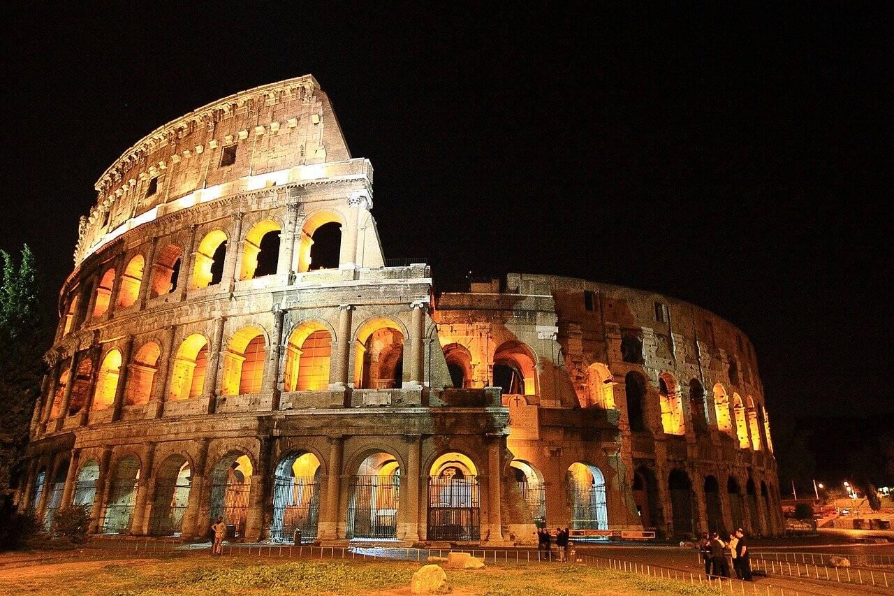 Coliseu visto durante a noite. Foto: SungRae_Kim/Pixabay