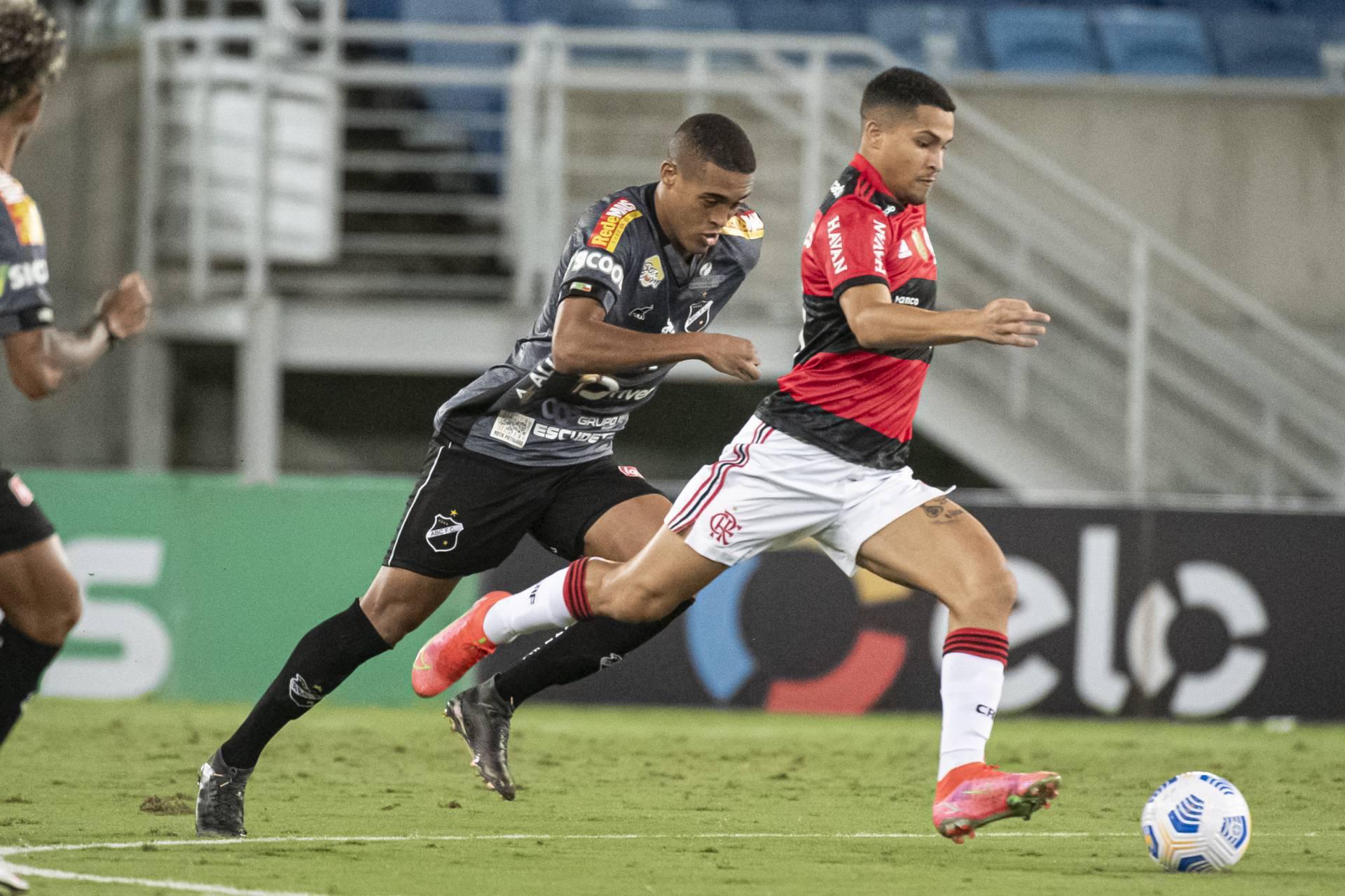Em jogo com lance polêmico envolvendo o VAR, Flamengo vence o ABC e se classifica na Copa do Brasil. Foto: redacao@odia.com.br (O Dia)