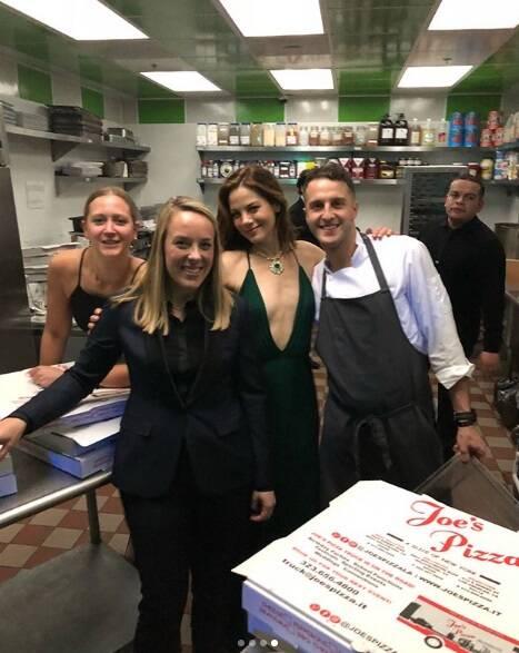 A noite de Michelle Monaghan terminou em pizza. Foto: Reprodução