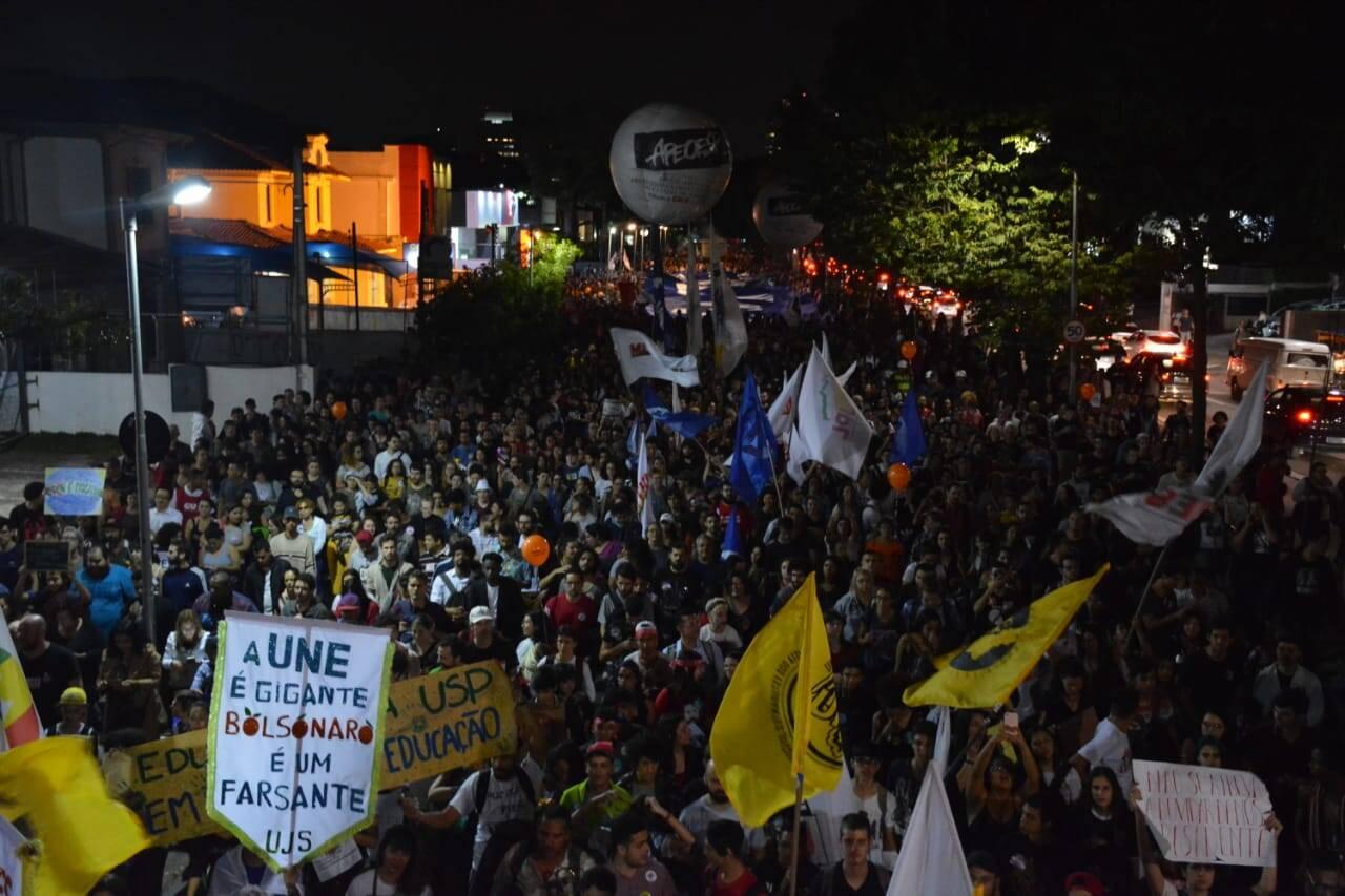 Marcha de estudantes segue do Largo da Batata para a Avenida Paulista. Foto: Larissa Pereira/ iG São Paulo