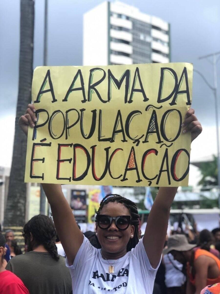 Alunos e professores de todo o Brasil fazem paralisações e protestos contra o corte de 30% no orçamento das instituições de ensino. Foto: Divulgação/UNE