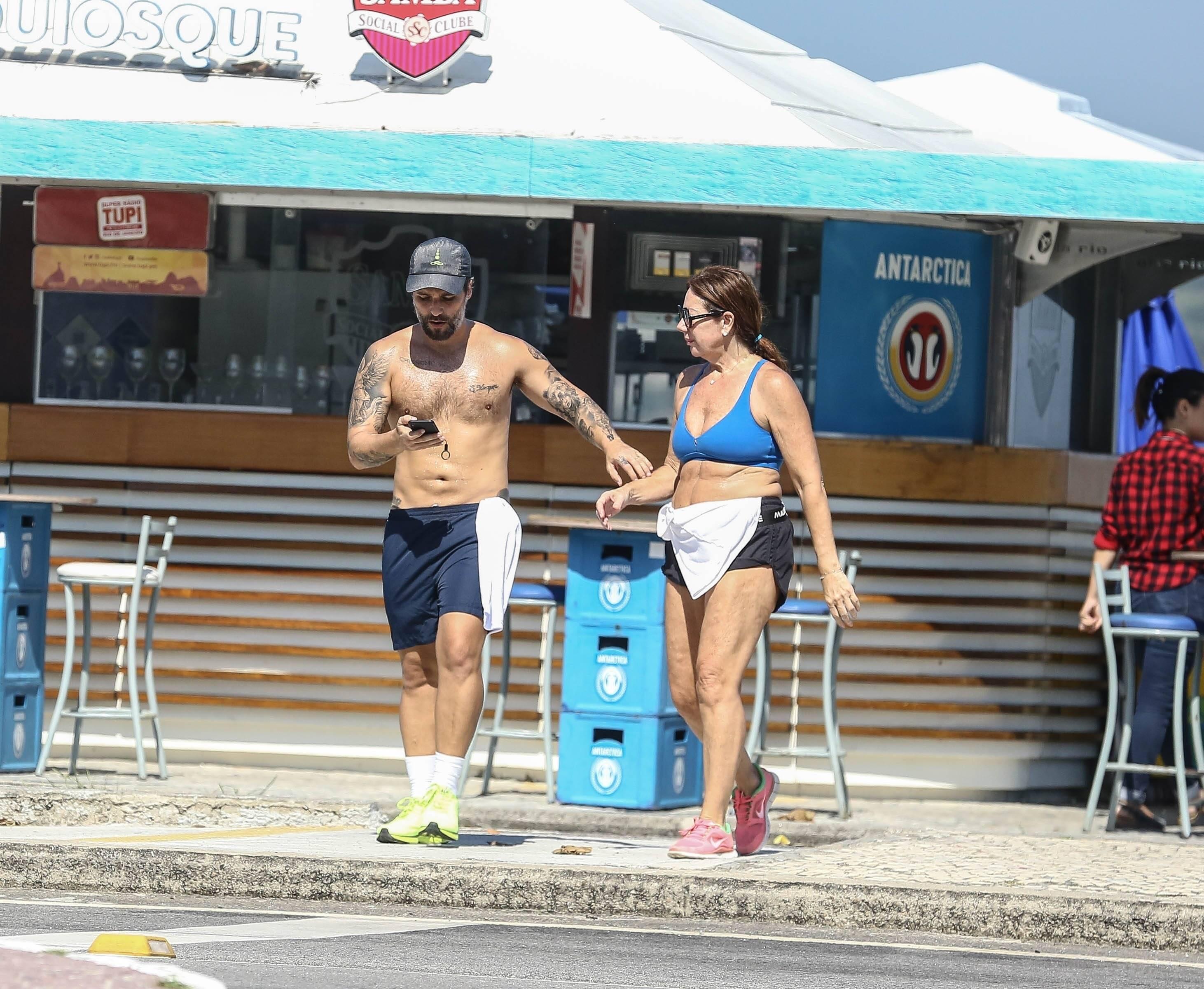 Bruno Gagliasso pratica exercícios na orla da Barra da Tijuca. Foto: Xico Silva / Agnews