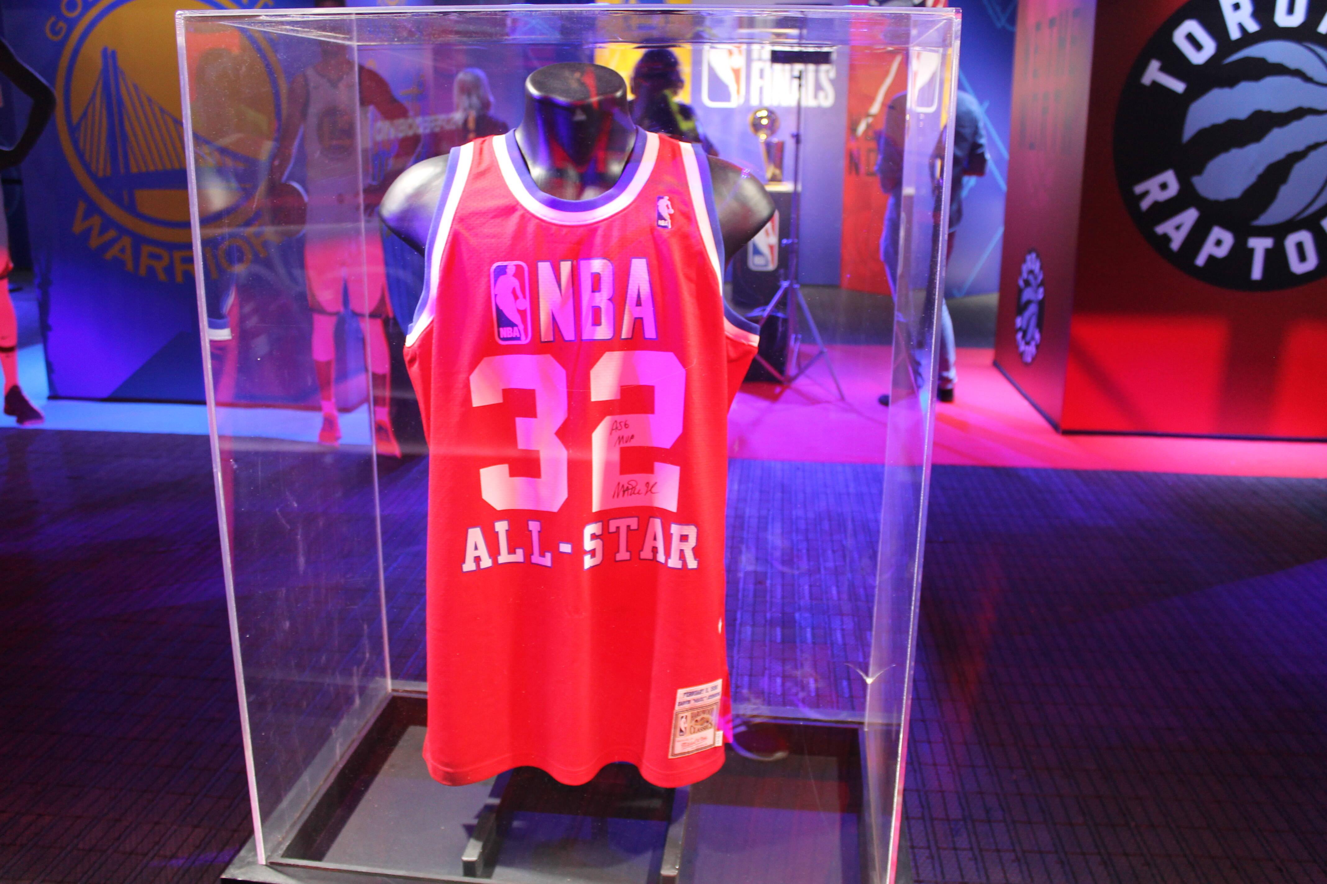 Camisa que Magic Johnson usou no All-Star de 1990. Foto: Flavia Matos/ IG