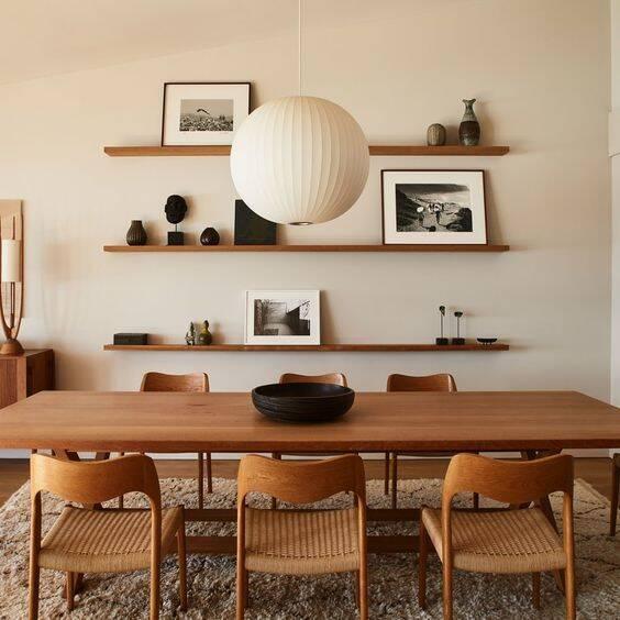 A prioridade do décor é fazer com que os ambientes fluam bem e tragam sensação de bem-estar aos moradores. Foto: Pinterest/Escuela Madrileña de Decoración